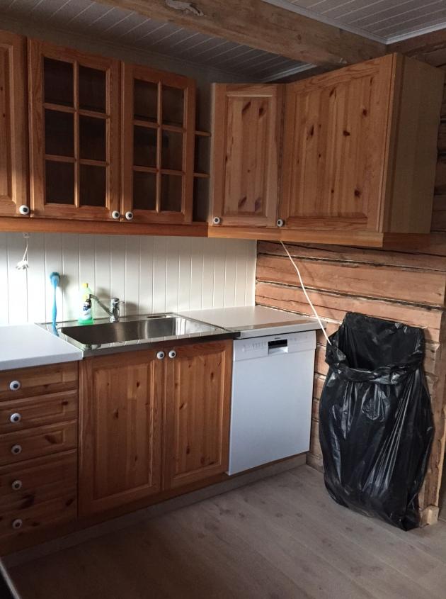 Kjøkkenskap 1